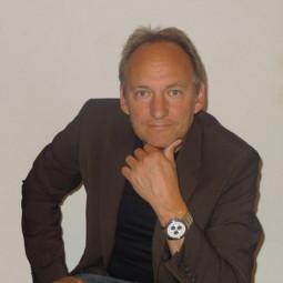Stefan Andreas Scheicher schreibt Kompositionen fur Kontrabass, Blockflöte, Klarinette, Fagott, Streichquartett und Streichorchester.